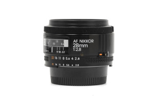 "(Italiano) 28mm F.2,8 Nikon AF ""Made in Japan"""