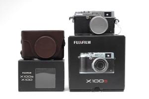 Fuji X100s con SCATOLA