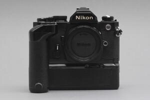 Nikon FM nera completa di MD-12