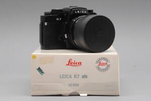 Leica R7 nera con Elmar 28/70mm